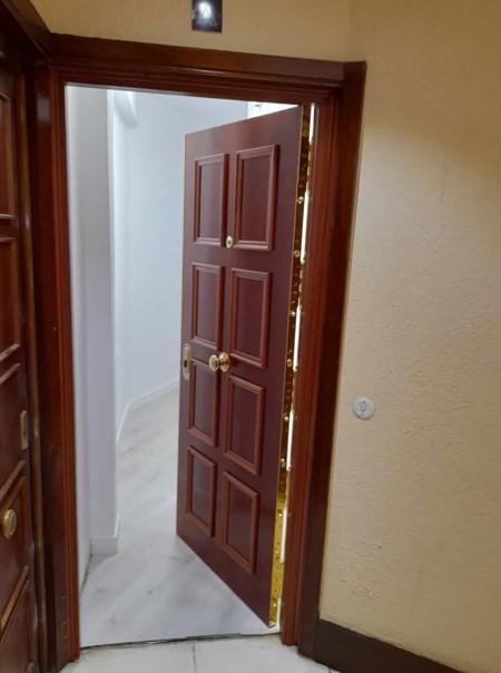 Sustitución de puerta blindada