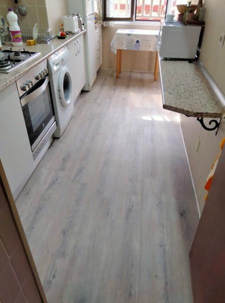 Instalación suelo de vinilo en cocina